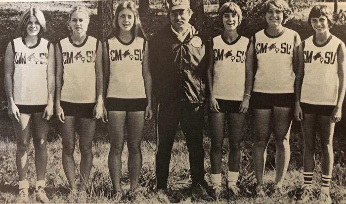 Team photo of the women's cross country team.